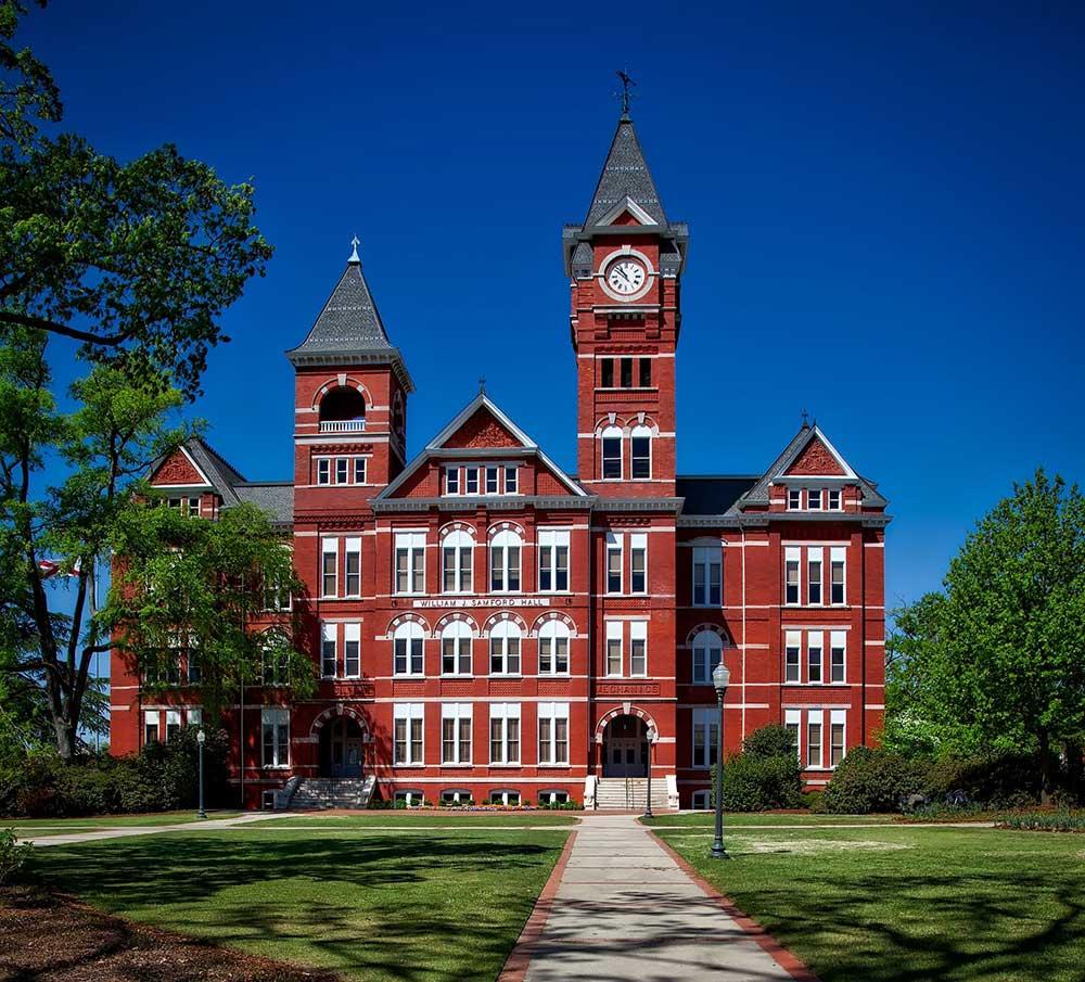 Топ 3 найдорожчих університетів