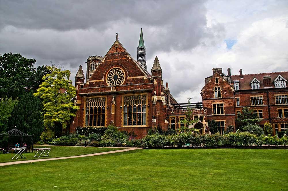 Топ 10 найстаріших університетів, які навчають студентів і сьогодні