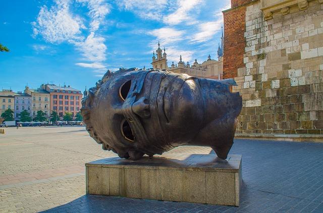 Вища школа економіки та інформатики у Кракові