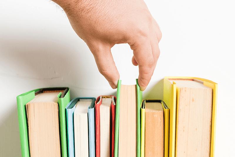 Хто забезпечує школярів підручниками: держава чи батьки?
